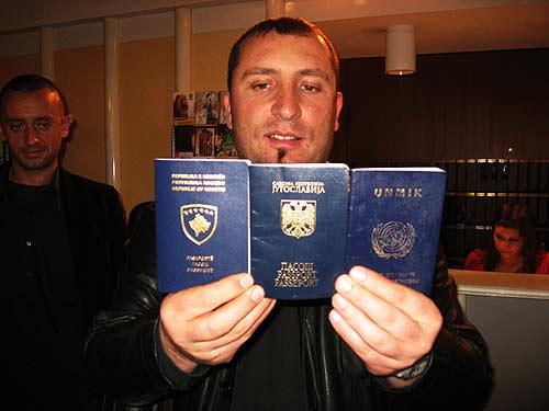 2008er Kuriosität: Ein Land, fünf Männer,  drei Arten von Reisepässen