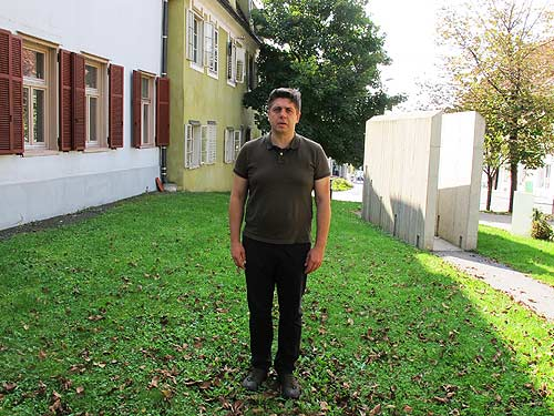 Künstler Selman Trtovac während eines vergangenen Kunstsymposions in Gleisdorf