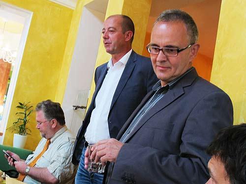 Von links: Journalist Herbert Kampl, gastgeber Robert Schmierdorfer und Medienfachmann Helmut Römer