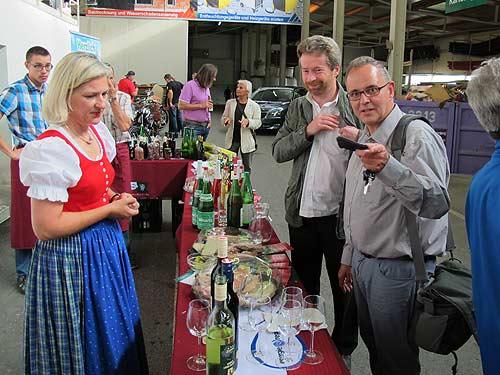 Der Römer (ganz rechts) neben dem Kulturschaffenden karl Bauer und der Regionalentwicklerin Isabella Braunstein