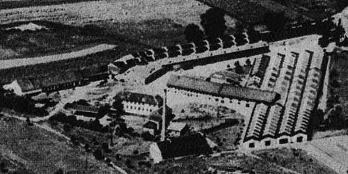 Das Bild von 1936 zeigt am oberen Rand noch die lange halle, von der heute nur mehr ein Rest besteht.
