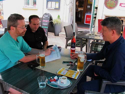 Von links: Karl Bauer, Burim Bajrami und Flurim Zeqiri