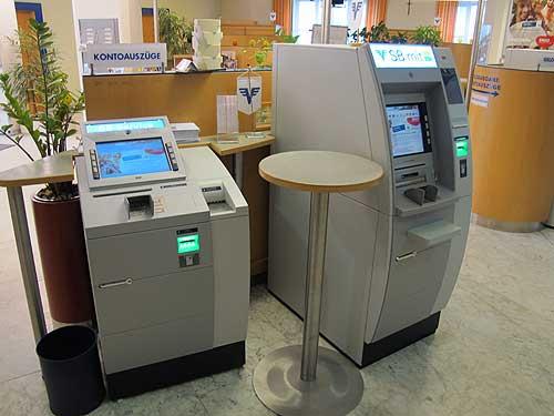 Für etliche Menschen eine unüberwindbare Barriere: Buchungs-Automaten